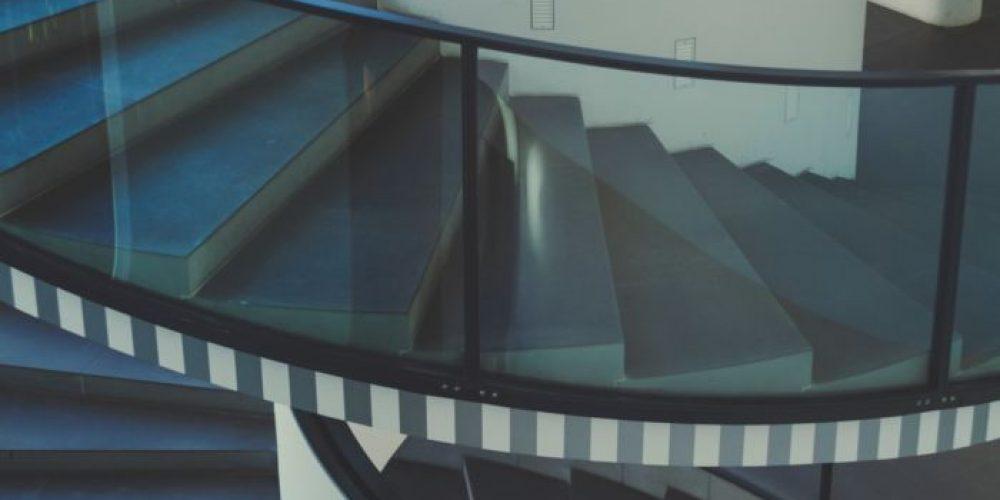 Pourquoi opter pour une balustrade en verre?