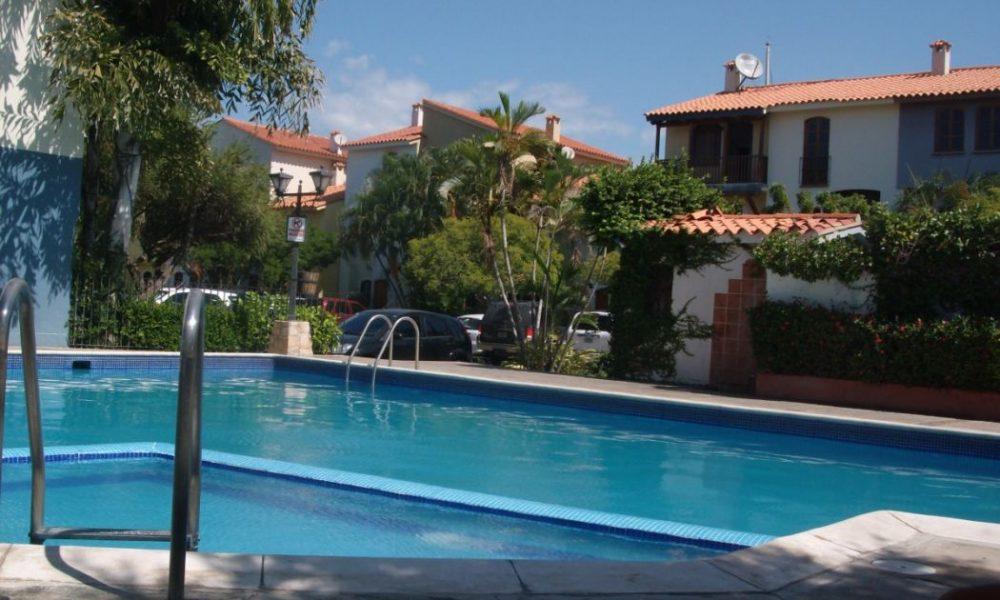 Quels sont les avantages qu'offre une barrière piscine en verre?